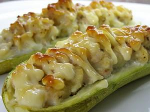 Рецепт Кабачки фаршированные овощами и куриным фаршем в пароварке